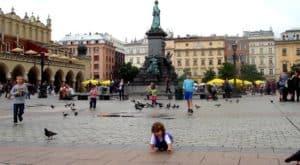 """נדל""""ן מסחרי בפולין"""